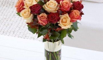Розы в вазе, gullicksflorists.co.uk