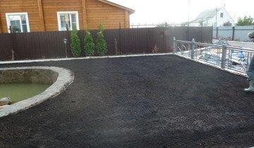 Подготовленный участок для посадки газона
