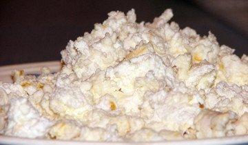 Смесь творога с зерном для птицы, wikimedia.org