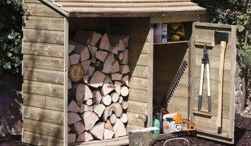 Фотография деревянного сарая с дровницей, samdizajner.ru