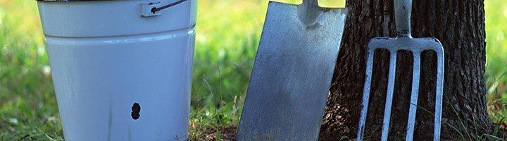 Лопата, ведро и грабли