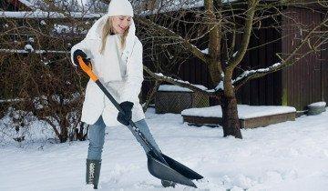 Процесс уборки снега с помощью лопаты, chiropratiquesillery.ca