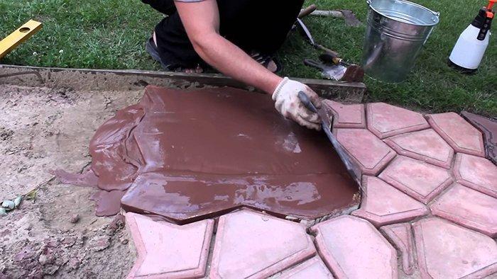 Тротуарная плитка своими руками из подручных материалов 72