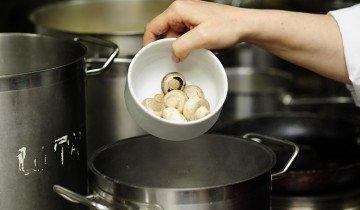 Замачивание шампиньонов воде перед готовкой, smachno.ua