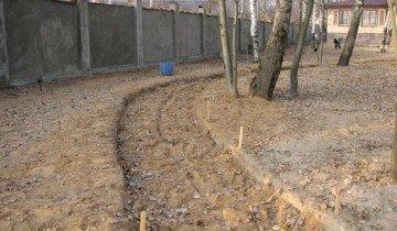 Фотография траншеи для садовой дорожки, zskmos.ru