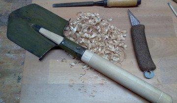Изображение лопаты с самодельным черенком, guns.ru