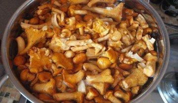 Изображение грибов замоченных в воде с уксусом, easy4cook.com