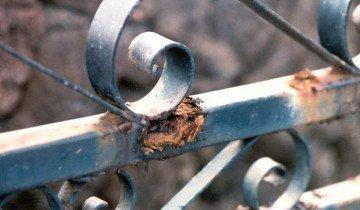 На фото коррозыя метала, arqhys.com