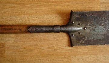 На фото саперная лопата четырехугольник, photobucket.com