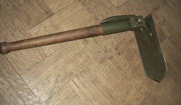 Фотография малой складной лопаты, guns.ru