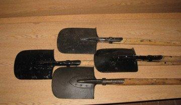Фотография больших саперных лопат, popgun.ru
