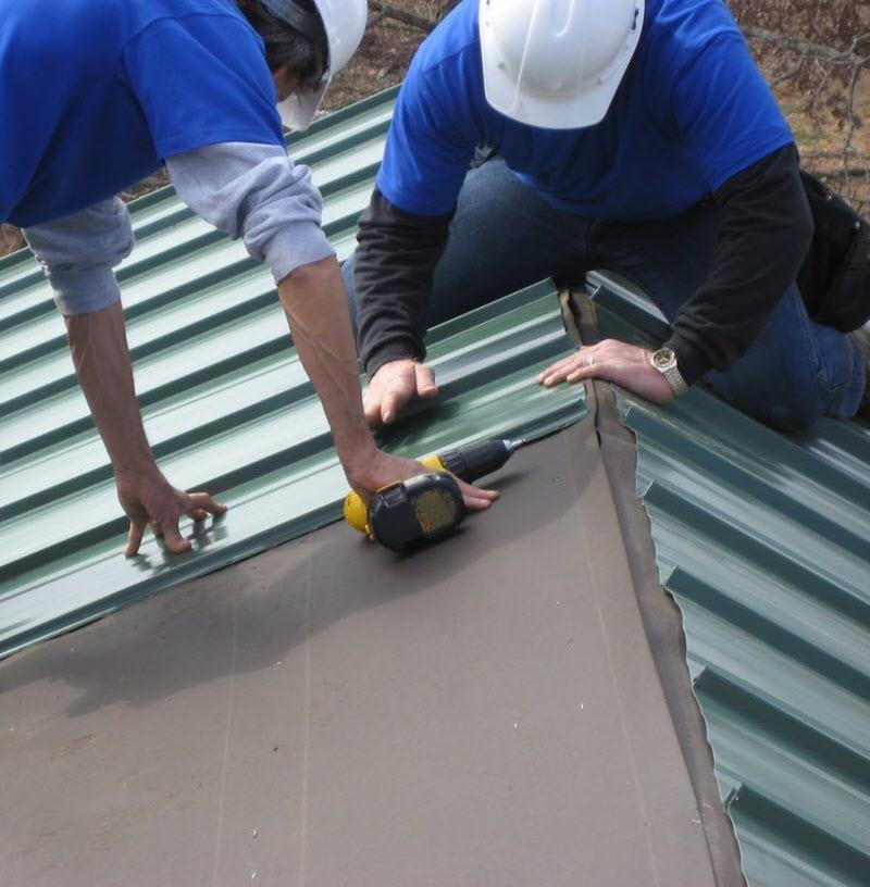 Как покрыть крышу из профнастила