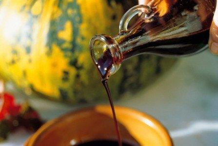 На фото тыквенное масло