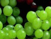 На фотографии спелые ягоды винограда