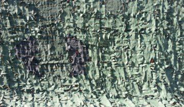 Забор накрытый маскировочной сеткой