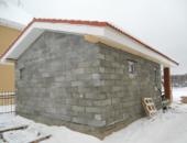 Баня с двухскатной крышей из шлакоблоков