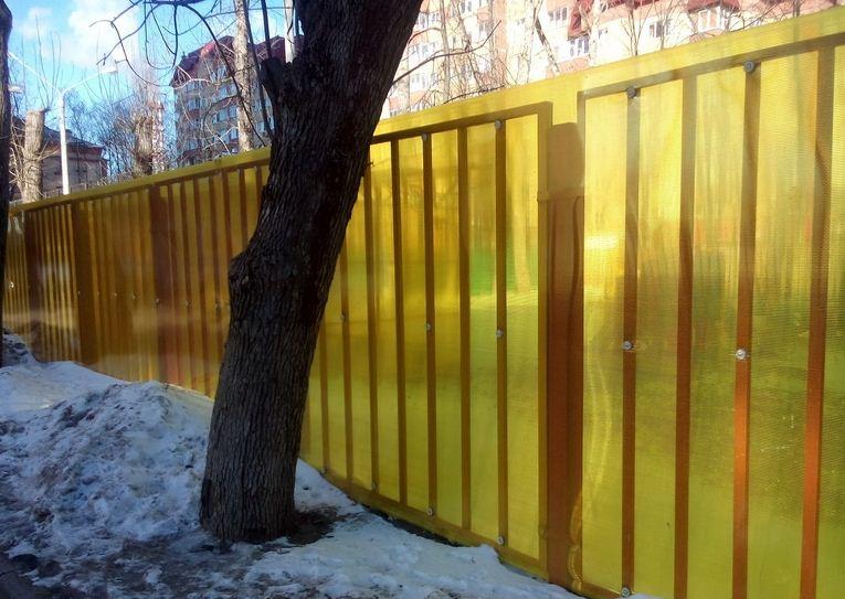 Забор из полимерных элементов