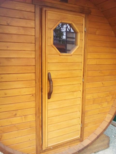Дверь бани-бочки