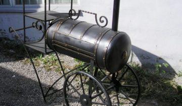 Мангал — паровоз из газового баллона