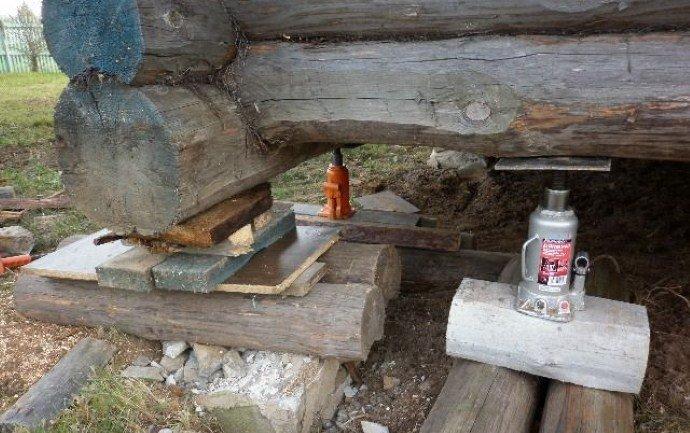Домкраты под баней из сруба — ремонт бани своими руками
