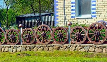 Декоративный забор из колес
