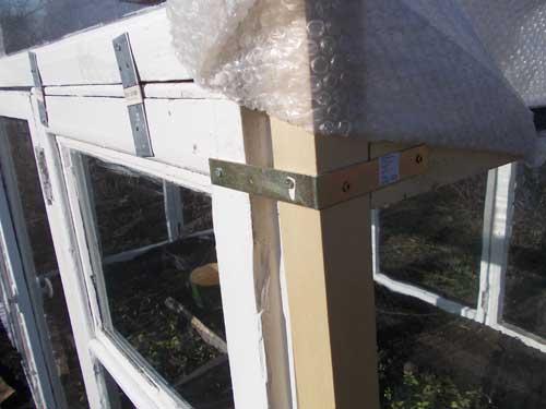 Как построить теплицу из старых оконных рам