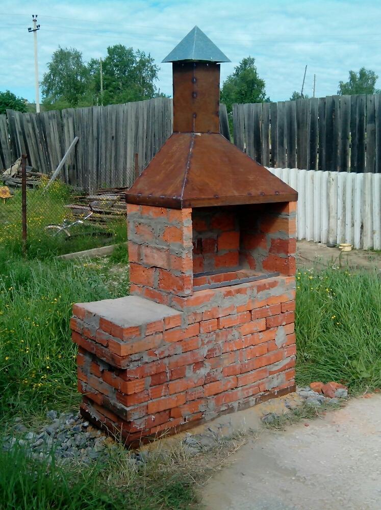 Фото мангалов из кирпича с крышей своими руками фото 363