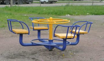 Детская карусель с сидениями