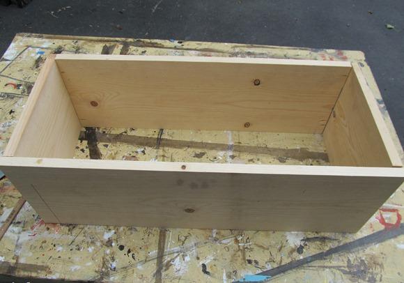 Будущий ящик для скамейки