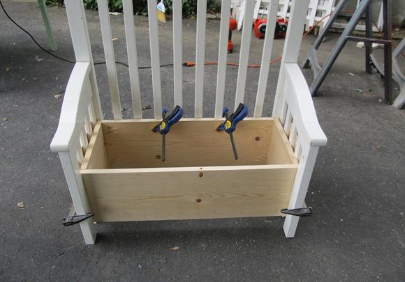 Ящик в скамейке