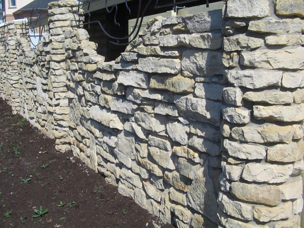 Забор из доломитового камня своими руками