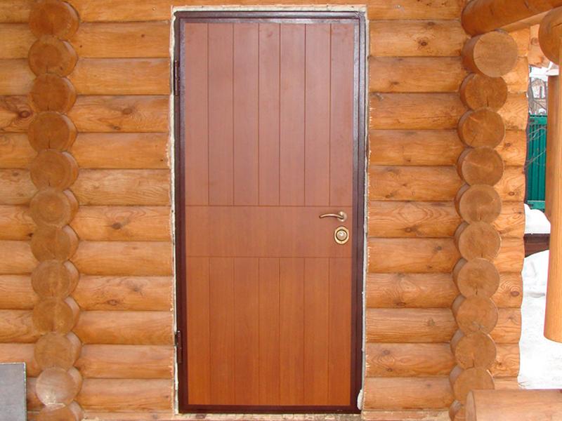 Дверь в баню с металлической коробкой