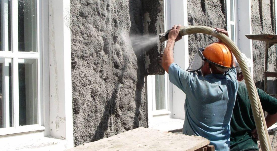 Как сделать утепление эковатой своими руками и стоит ли рисковать?