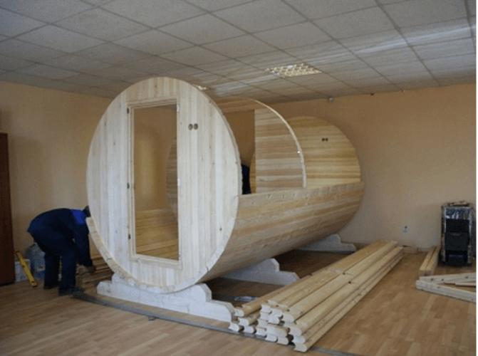 Очередной этап строительства бани-бочки
