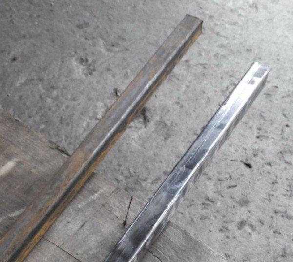 Металлическая труба для скамейки