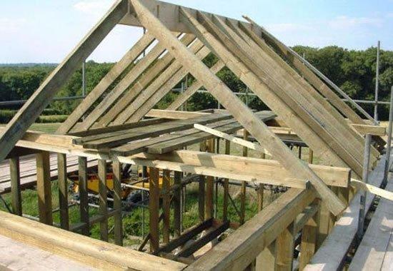 Двускатная крыша бани