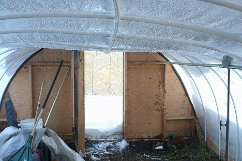 Прогиб труб под слоем снега