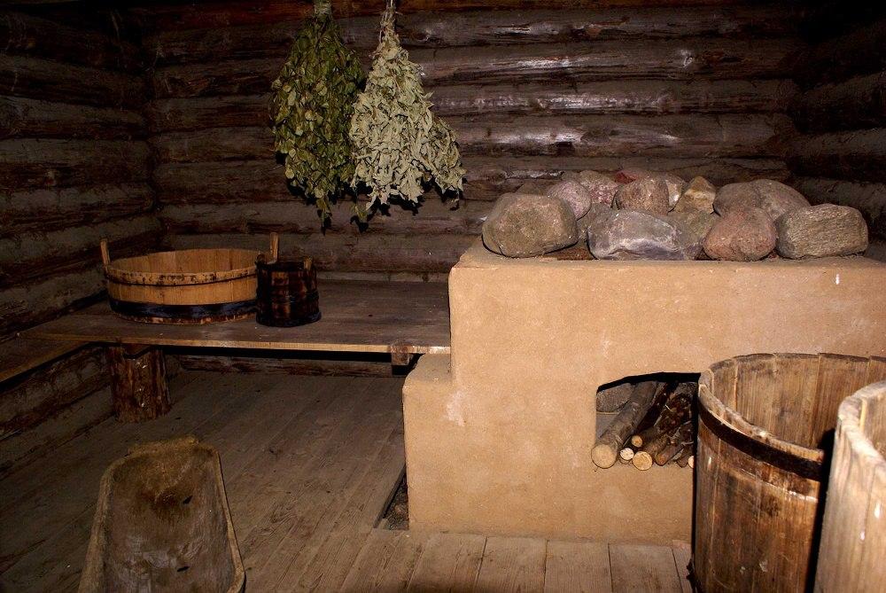 Традиционная деревенская баня, топящаяся по-чёрному