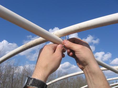 Укрепление каркаса арочной теплицы