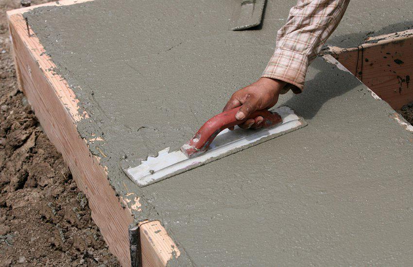 Выравнивание бетона мастерком