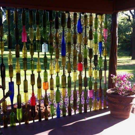 Ограждение из стеклянных бутылок