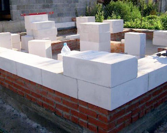 Кладка стены пеноблоками