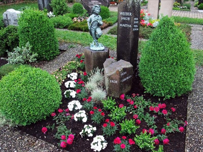 Какие цветы посадить в цветник на кладбище