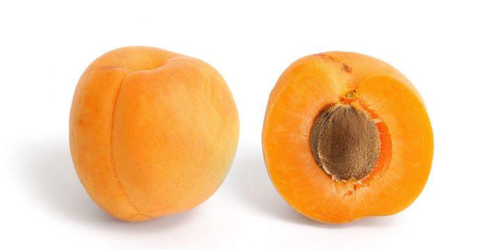 Косточка в абрикосе